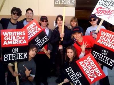 Summer Glau along with fellow TSCC cast members and writing staff at the Writers Strike 2007