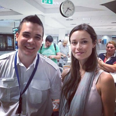 Summer Glau - Candid picture with fan