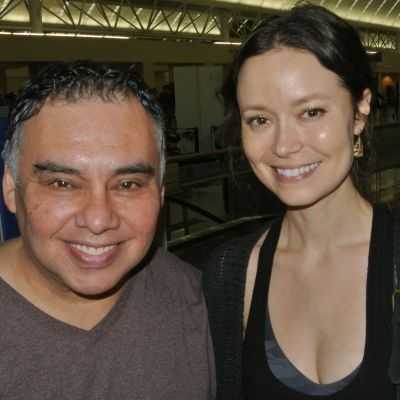 Summer Glau with a fan at the San Antonio International Airport