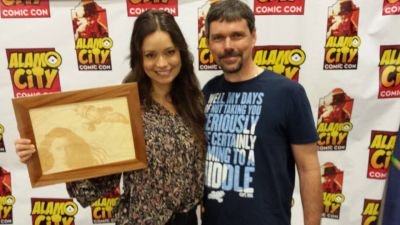 Summer Glau holding the picture engraving I made for her.