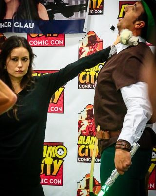 Summer Glau force choking a Robin Hood cosplayer armed with a light saber
