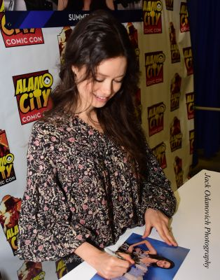 Summer Glau signing autographs at her booth during Alamo City Comic Con