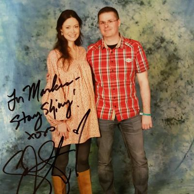 Summer Glau posing with fan at Hannover Comic Con