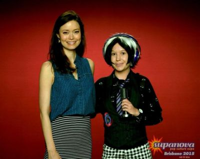 Summer Glau posign with cosplayer at Supanova Brisbane