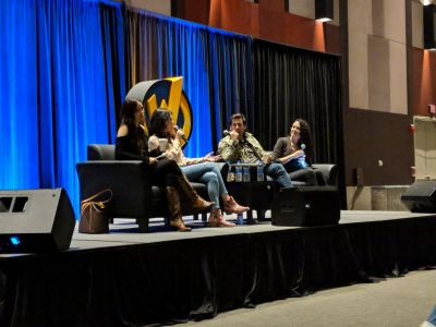 The #Firefly panel with @JewelStaite, #SummerGlau, and @Sean_M_Maher has begun! #wizardworldaustin