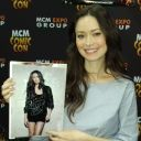 Summer Glau holds a TSCC promotional still at Hannover Comic Con